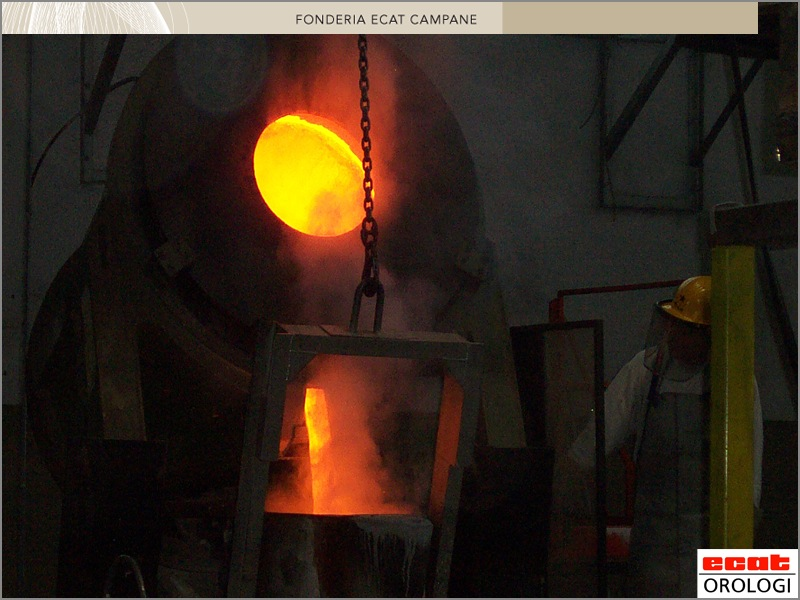 cast of a bronze bell - bell casting - fonderie des cloches - fusione campane