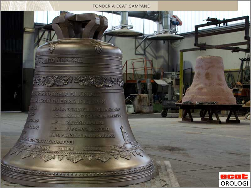 cast of a bronze bell - bell casting - fusion des cloches - fonderie campane